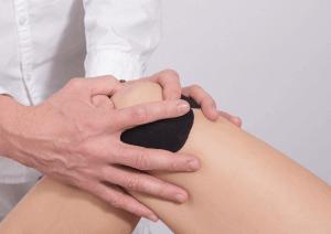 athlete having patellar tendinosis treatment done